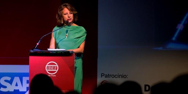 São Paulo - Deborah Vieitas recebeu a premiação ao lado do CFO da Suzano e do presidente do Conselho do Bradesco
