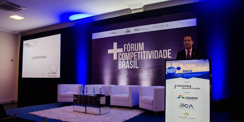 """Curitiba – Presidente do conselho compara dados que fazem do país """"grande"""" e """"pequeno"""" ao mesmo tempo"""