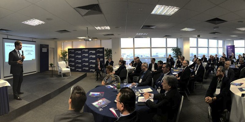 Porto Alegre – Governador participou do Encontro de Líderes; eficiência administrativa e combate à sonegação foram algumas das medidas