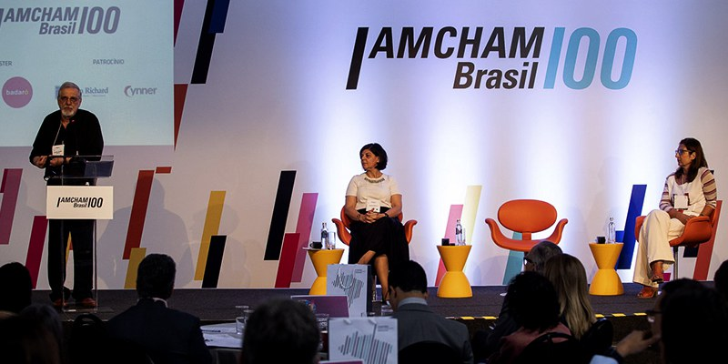 São Paulo – Especialistas de RH e terapeutas estiveram presentes na nossa Reunião Especial de Saúde Mental e falaram sobre stress e emoções no ambiente corporativo